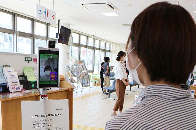AIが自動で体表温度を検知、新型コロナウイルス感染症の拡大防止につなげる-地方創生の取り組み(岐阜県恵那市) - ITをもっと身近に。ソフトバンクニュース