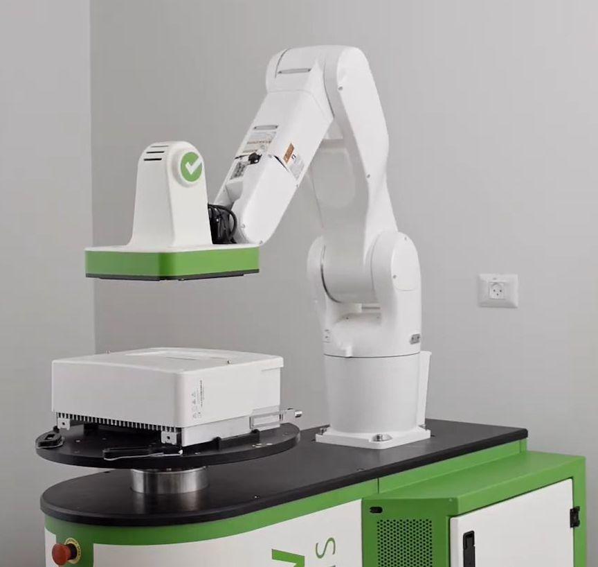 光沢のある製品も検査可能、教示ペンダントも不要なAI外観検査システム - MONOist(モノイスト)