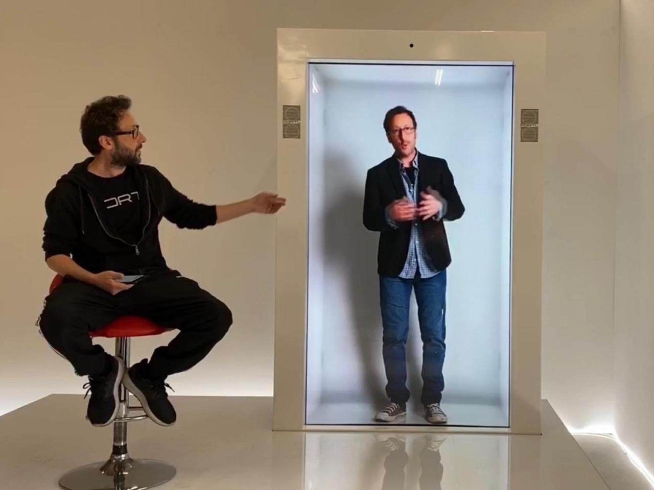 ホログラムのようにリモートの人を映す「PORTL」デバイス--オンライン会議もよりリアルに? - ZDNet Japan