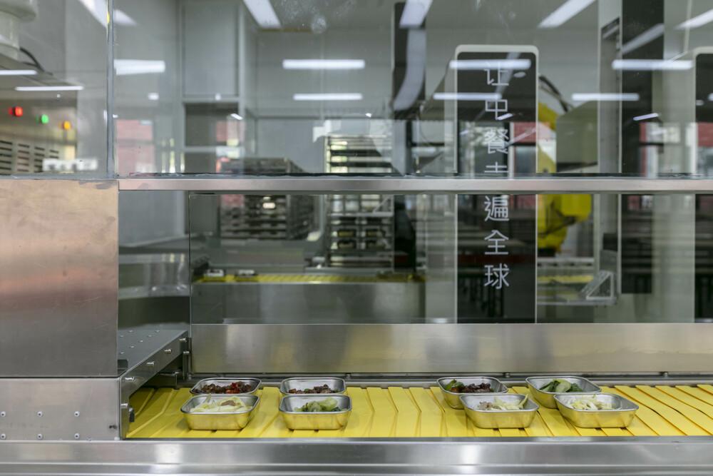 上海の学校にAI食堂、調理も盛り付けもロボットにお任せ 写真7枚 国際ニュース:AFPBB News