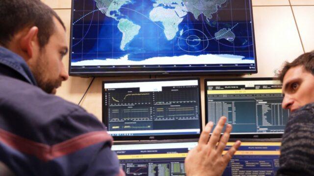 インテル、小型人工衛星向けに人工知能チップを提供 - ZDNet Japan