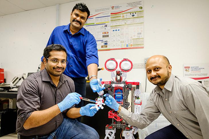 ロボットが「痛み」を感じて自己修復する時代がもうすぐそこに…。シンガポールの大学が開発に成功 | ハーバー・ビジネス・オンライン